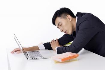 副業でアルバイトをすると、時間も限られるし、本業に影響が出る可能性がある