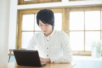 ネット副業でもブログはよく使う。ブログは簡単に更新できて、アクセスを得られるメリットがある。