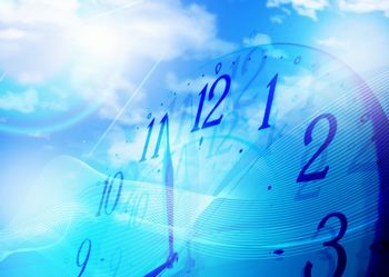 副業の中でも、アルバイトをすれば、確実に収入は得られる。ただ、自分の時間は使ってしまう。