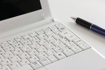 文章を作成してほしいと思っている人は、たくさんいる。需要があるため、ネット副業としてやるのは有効な方法。
