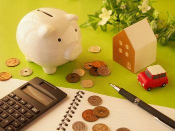 投資と消費は、まったく別物。欲しいものがあるからと言って、物にお金を使って消費していたら、いつまで経ってもお金は増えていかない。