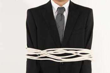 会社でサラリーマンとして働いていると、その時間は会社に拘束される。自由がない。